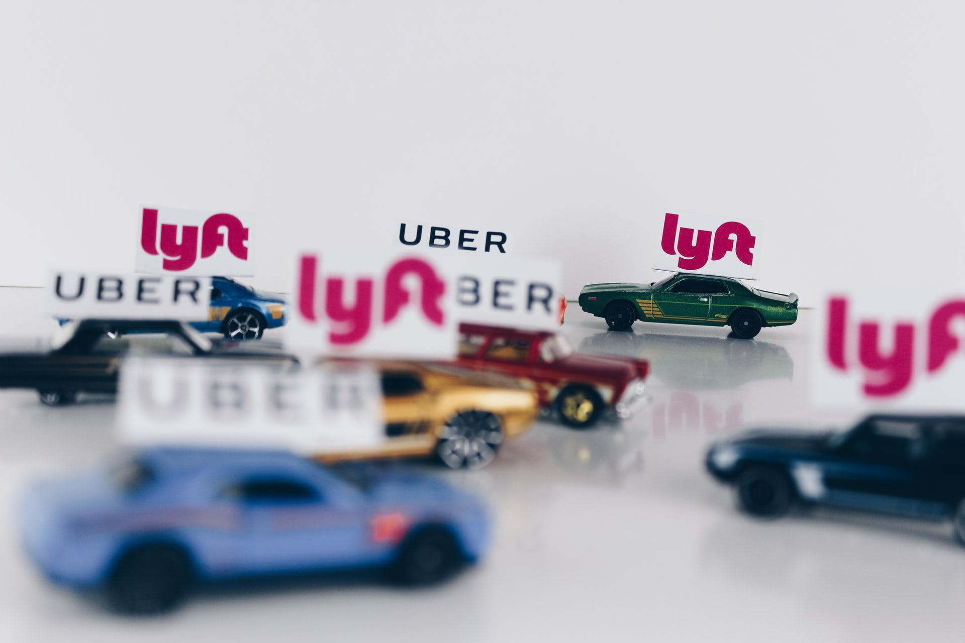 Uber and Lyft Awarded A Federal Contract Through the U.S. Government